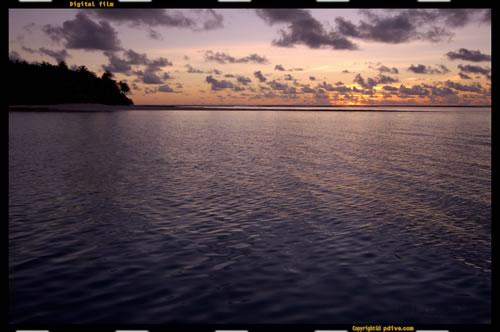 マーシャル諸島 ミリ環礁&ノックス環礁 2005/08/15 船上撮影