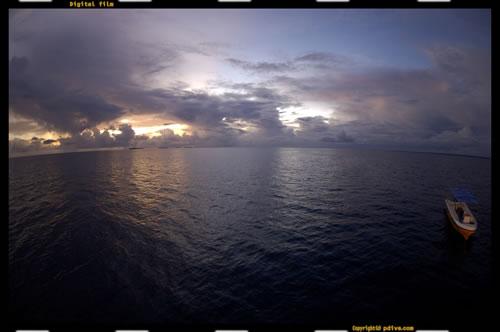 マーシャル諸島 マジュロ環礁 2006/08/15 船上撮影